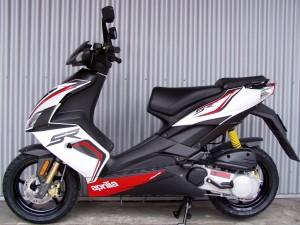 Aprilia SR 50 R weiß 2T